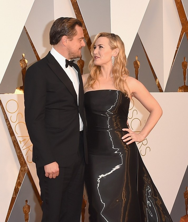 kate-winslet-cries-during-leonardo-dicaprios-oscars-speech-03